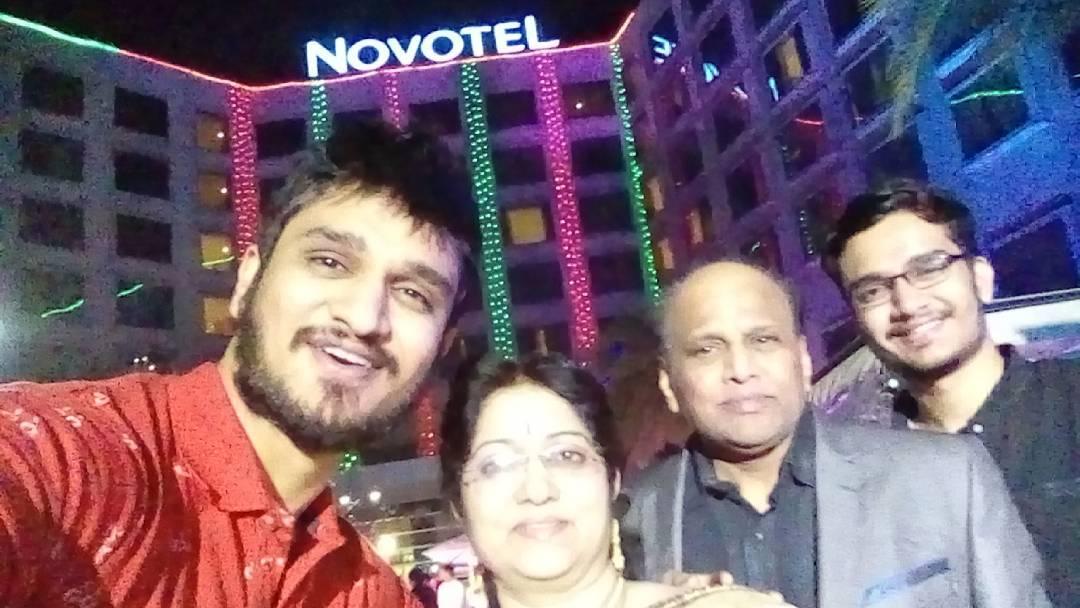 actor_nikhil_mom_dad